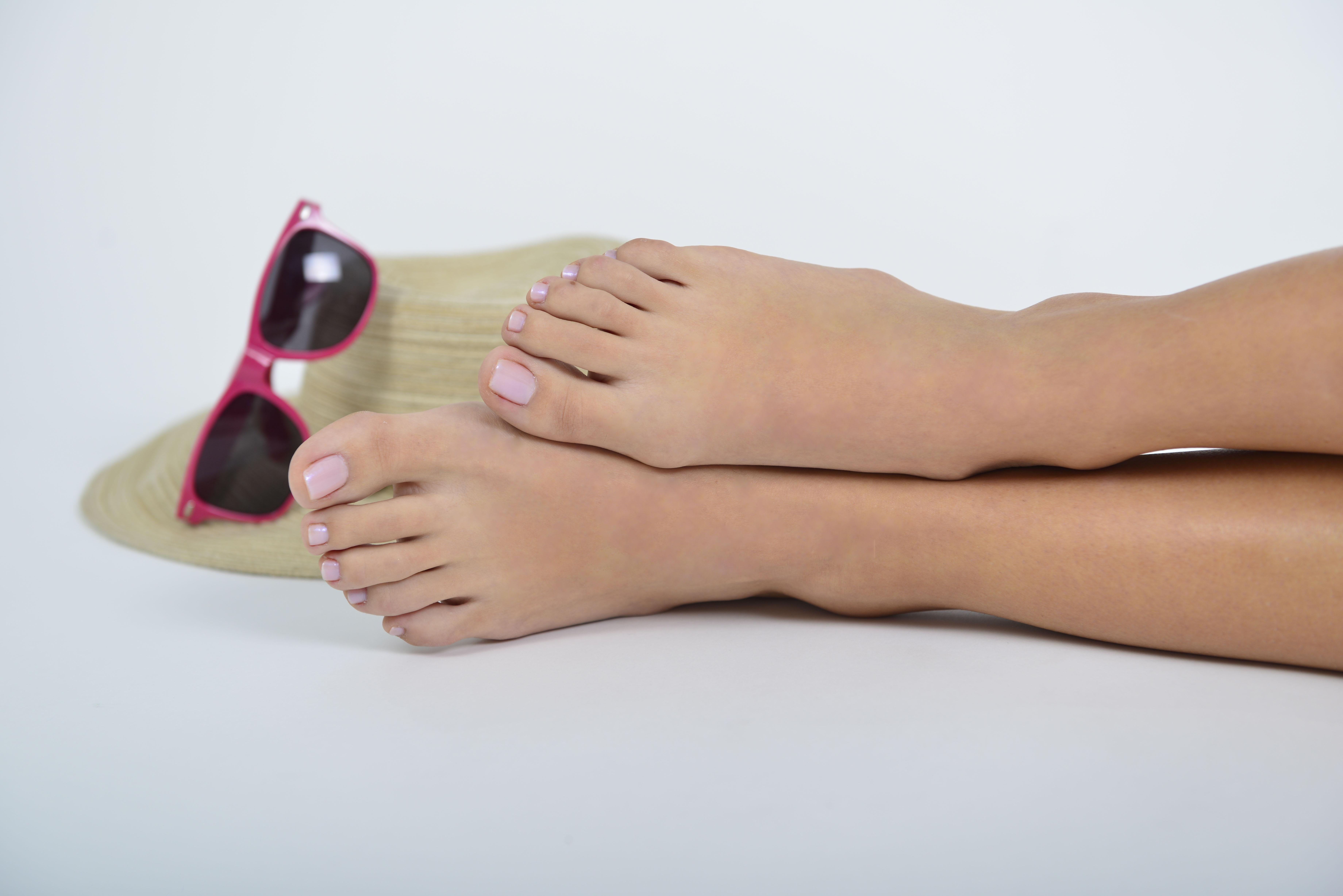 Arianna Lemus_Feet1