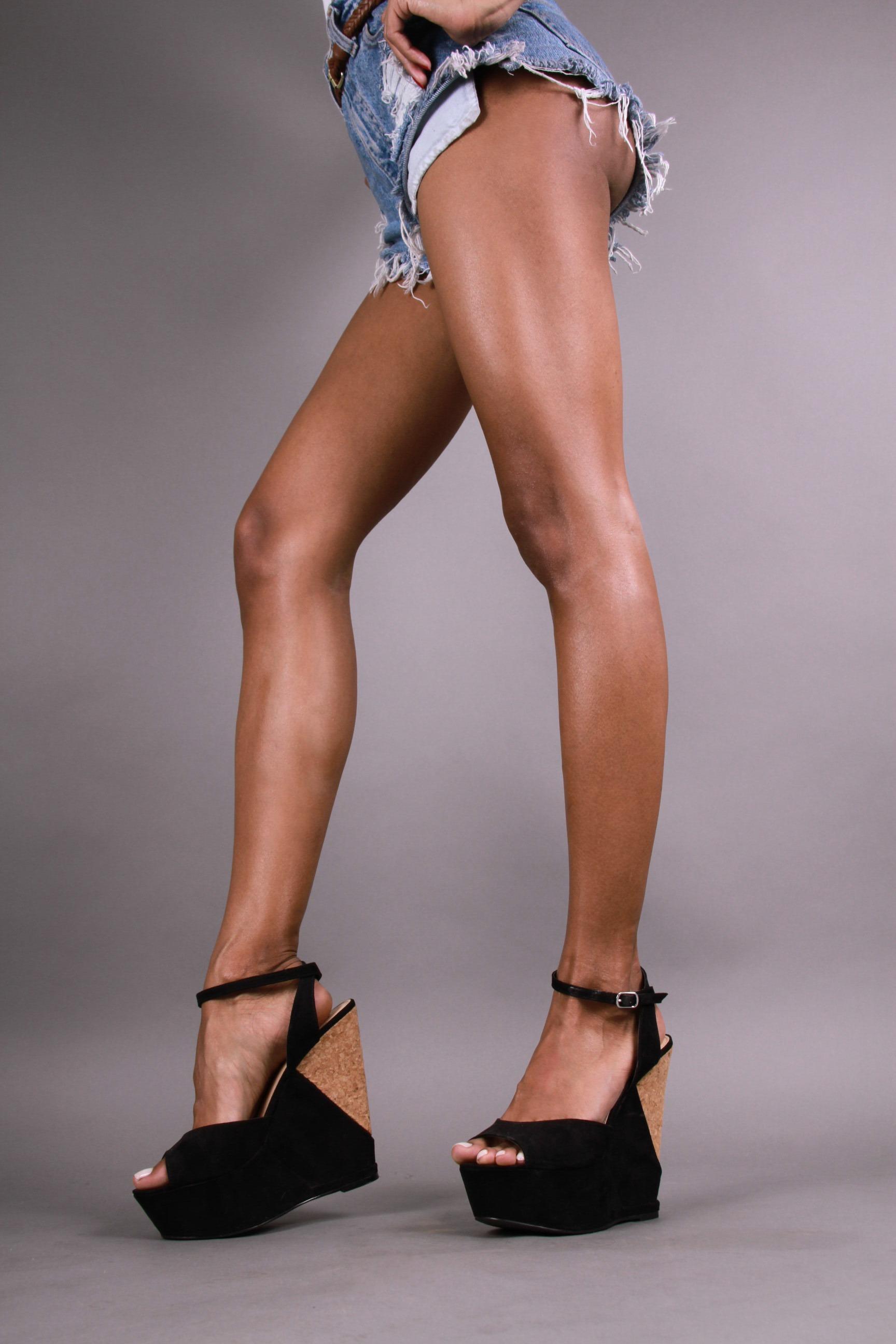 Elizabeth Grullon_Legs2