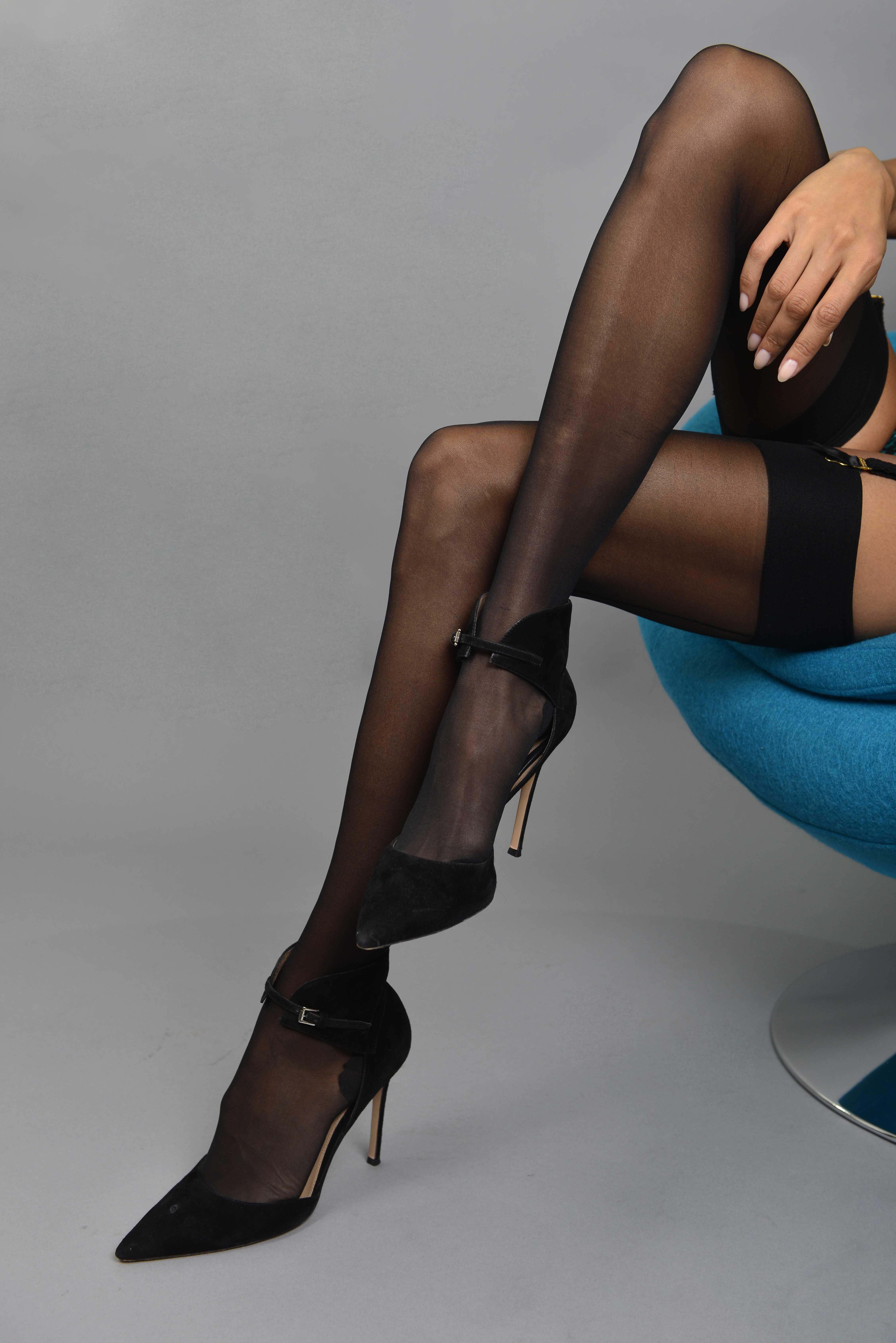 tehmina-sunny_legs2