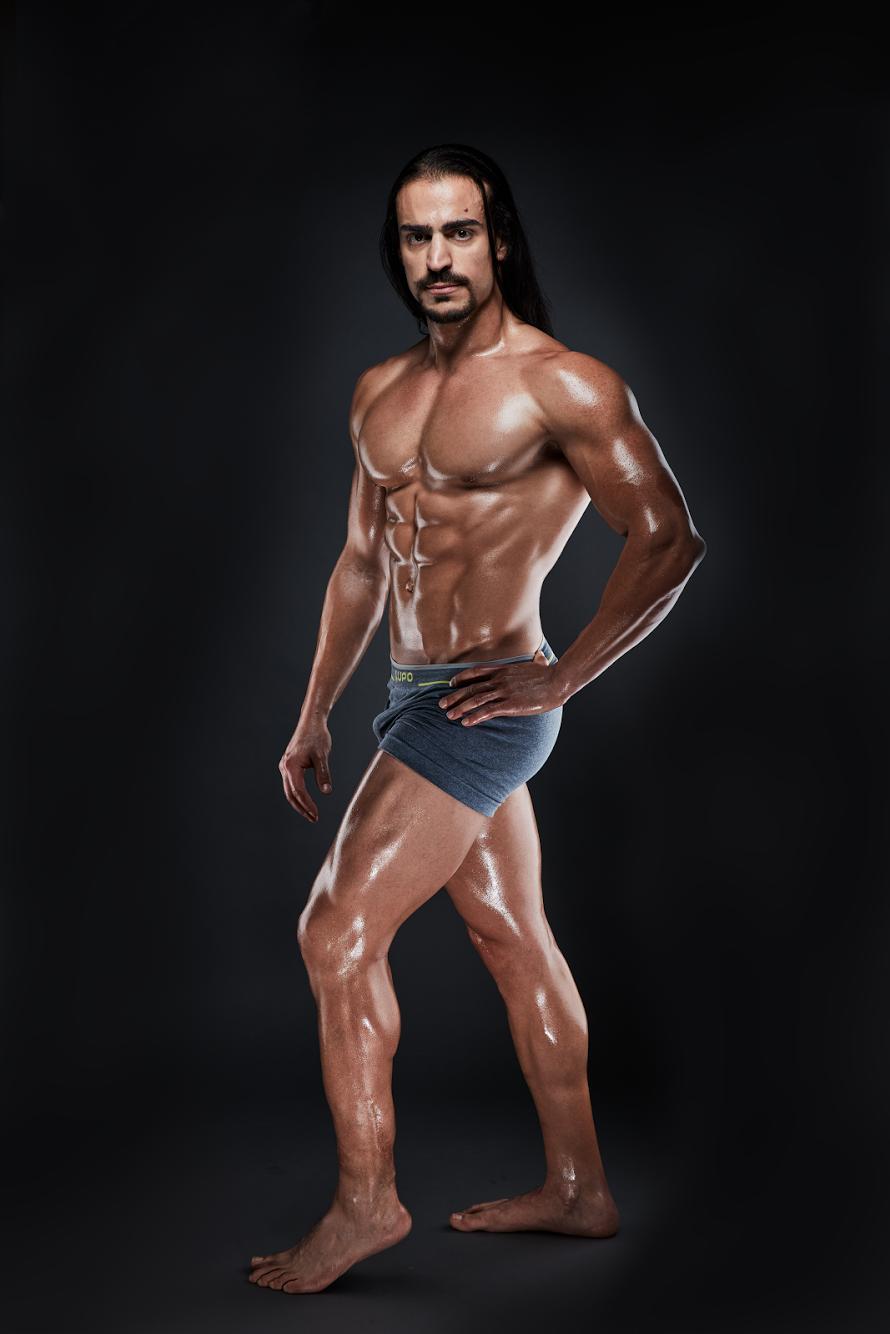 Lucas Muniz_Body Double3