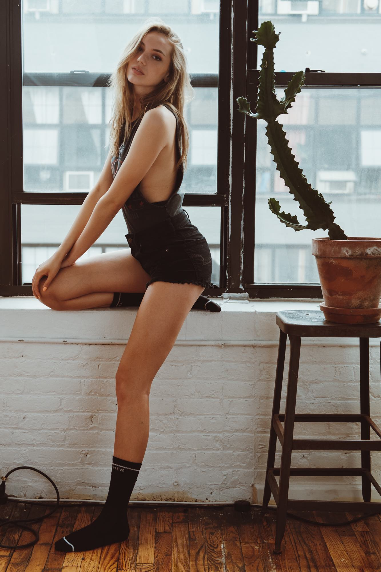Samantha Stromberg Legs 3
